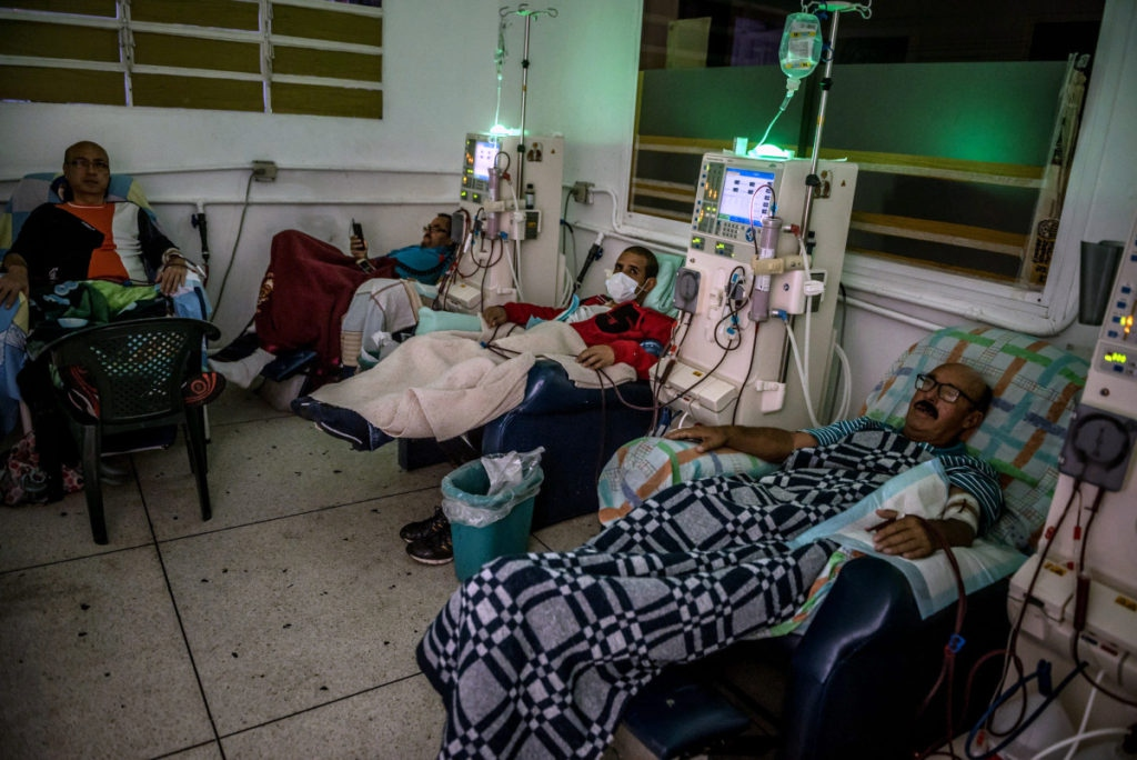 A photograph of a Venezuelan hospital—edited to remove the underexposure and sickly green tint added by the New York Times.  (photo: Meridith Kohut/New York Times)