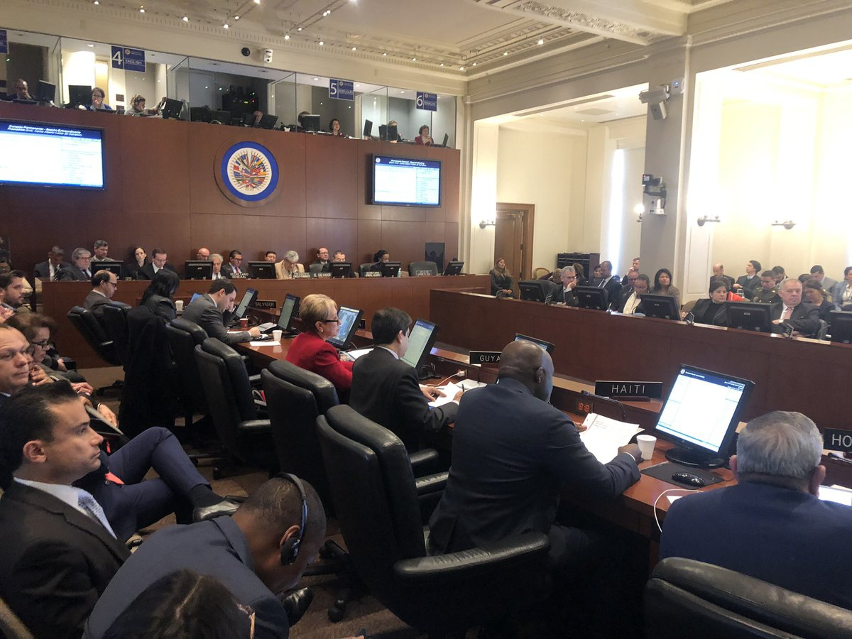 "An OAS extraordinary session approved a statement not ""recognizing"" Maduro's second term (@OAS_official)"
