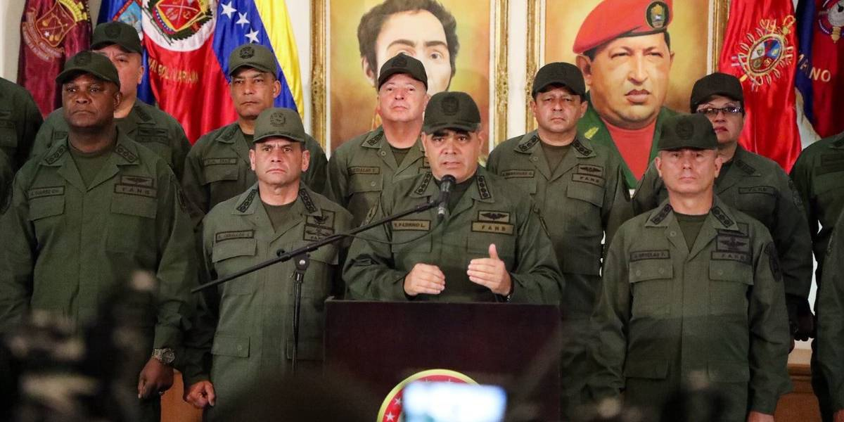 Vladimir Padrino López, speaking alongside a number of military commanders of the Venezuelan armed forces (@EjércitoFANB / Twitter)