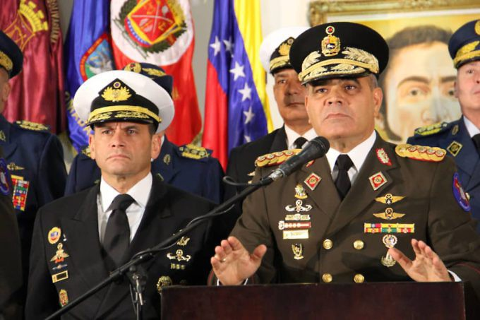"Defense Minister Padrino Lopez rejected any ""self-proclaimed"" president and reiterated the armed forces' support for Maduro. (Prensa FANB)"