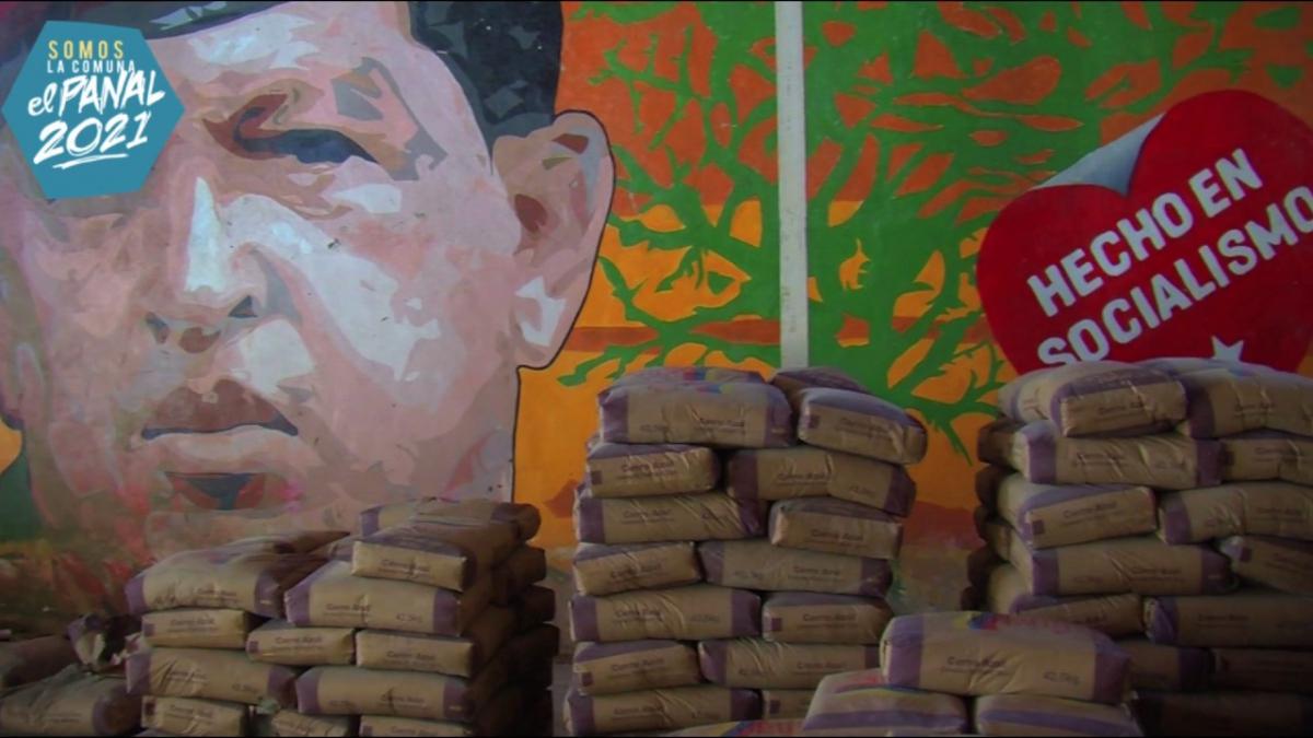 Preparing for food distribution at El Panal Commune. (Comuna El Panal)