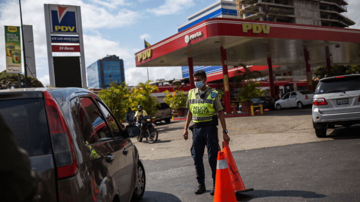 Most fuel stations in Venezuela are now under the custody of the police or Armed Forces. (Panorama)