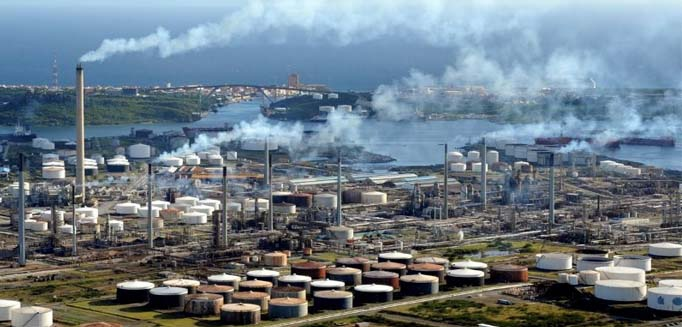 The La Isla Refinery in Curacao off Venezuela's northern coast can process up to 335,000 barrels per day. It is currently seeking a new operator after ending its contract with Venezuela's PDVSA. (Argus Media)