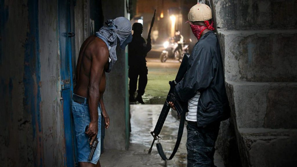 Venezuelan gangs have abandoned petty crime in favor of more commercial activities, specialist Andrés Antillano argues. (Ph9)