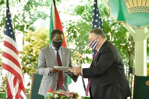 US Secretary of State Mike Pompeo announces the patrols alongside Guyana's newly installed conservative president, Irfaan Ali. (Resumen Latinoamericano)