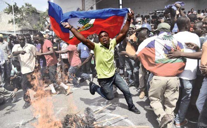 Haitians protest against oil-based corruption scandals. (Supuesto Negado)