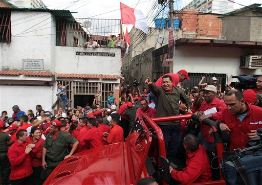 Chávez campaigning in the 23 de Enero (Source: Aristóbulo Istúriz's blog)