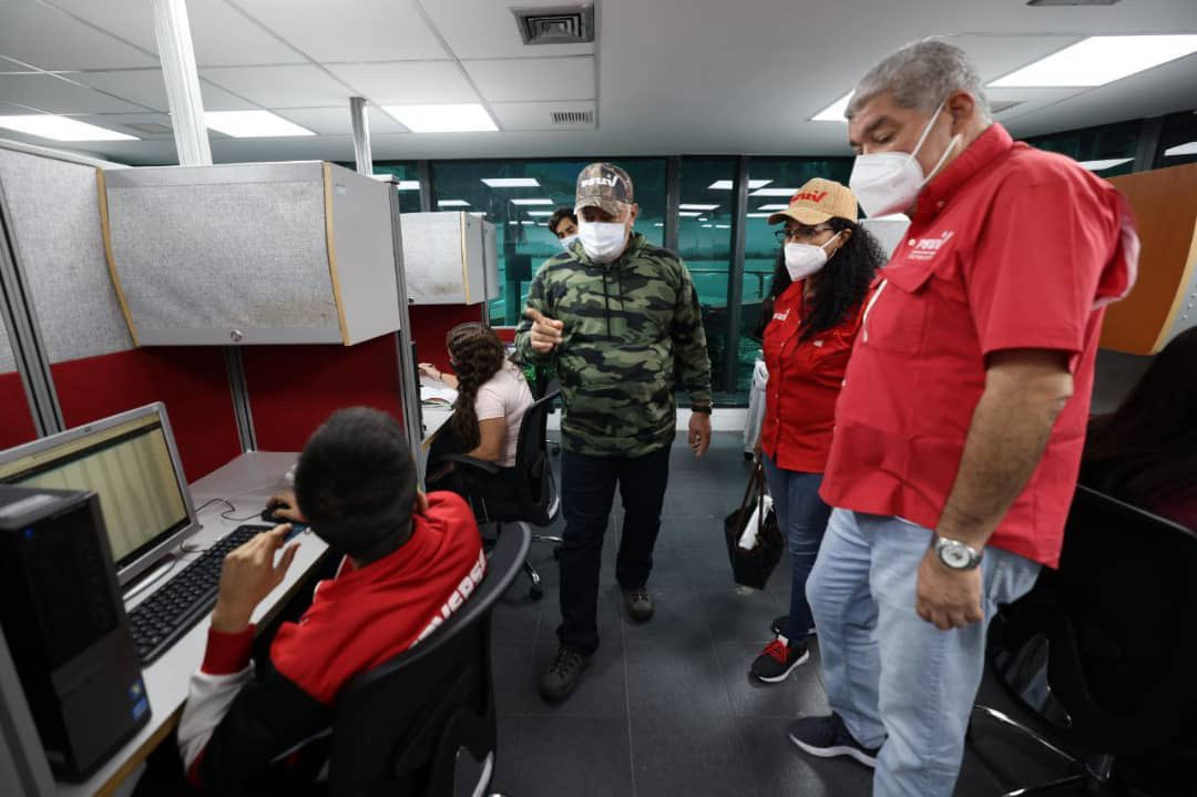 PSUV leader Diosdado Cabello tours the facilities where the primary votes will be tabulated (@dcabellor / Twitter)