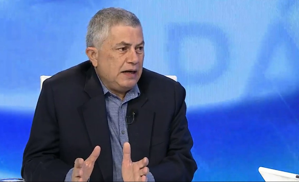 Reinaldo Quijada interviewed on private news channel Globovisión