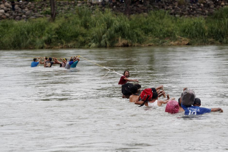 Migrants cross the Suchiate River which separates Mexico and Guatemala. (EFE)