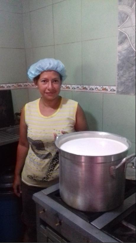 Preparing a pot of food in a food house. (Ana Felicien)