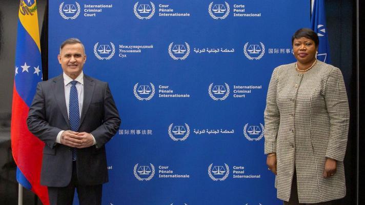 Attorney General Tarek William Saab and ICC Prosecutor Fatou Bensouda. (ICC)