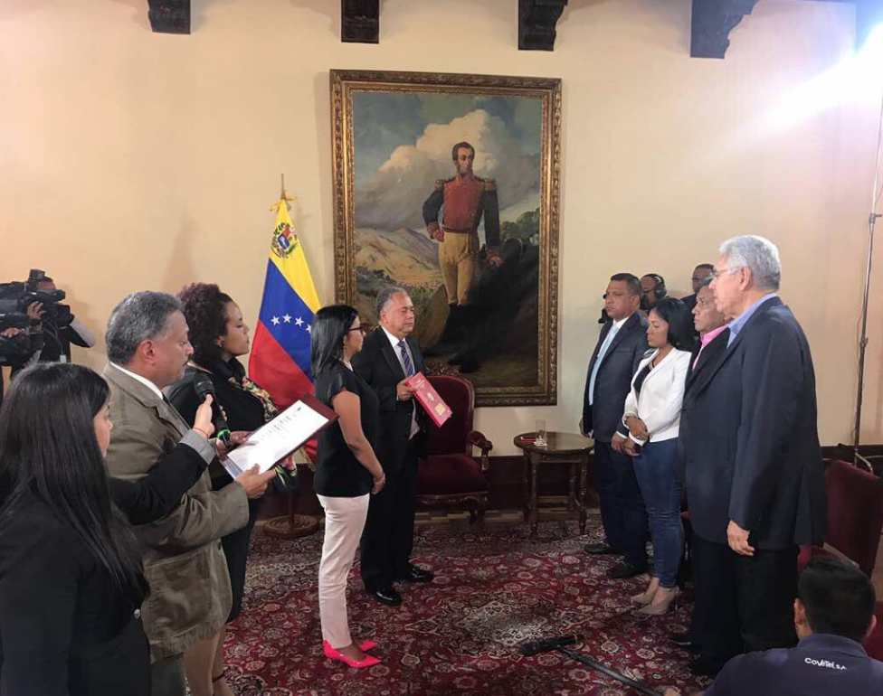Four opposition governors for the Democratic Action party swear in before the National Constituent Assembly Monday. (ANC_VE/Twitter)