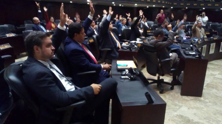 Venezuela's National Assembly votes in during a session in May. Having been declared in contempt by the Supreme Court, the institution's decisions have no legal standing. (National Assembly Press)