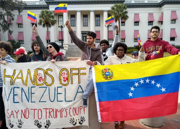 Tallahassee SDS protests US intervention in Venezuela. (Fight Back! News)