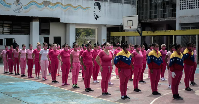 Inmates in the open yard of the National Institute of Female Orientation. (Marcelo Volpe / Sputnik)
