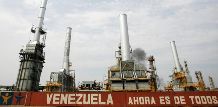A US oil embargo could have a significant negative impact on Venezuela's crisis-ridden economy, which depends on petroleum for over ninety-percent of its export earnings. (ACN)