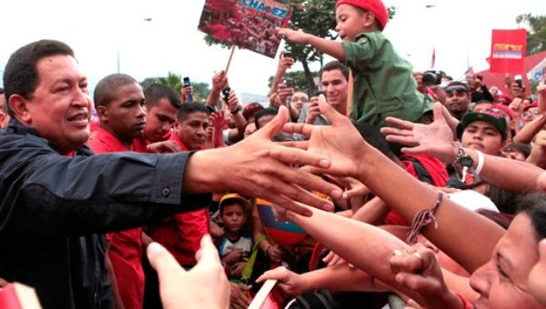 Chávez and the people. (Archive)