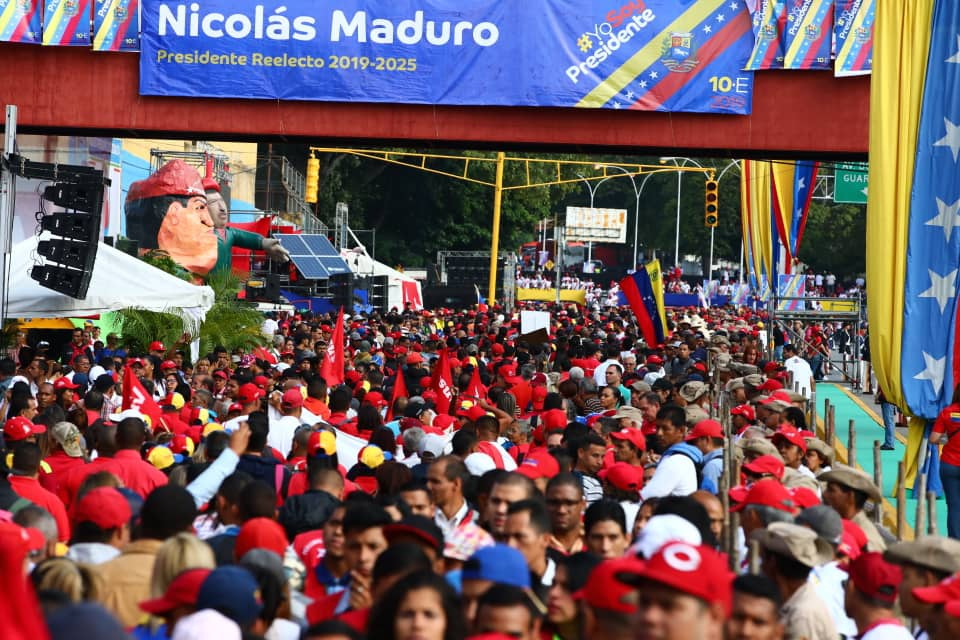 Caracas saw a large mobilization in support of Maduro's inauguration. (@MagabyRG)