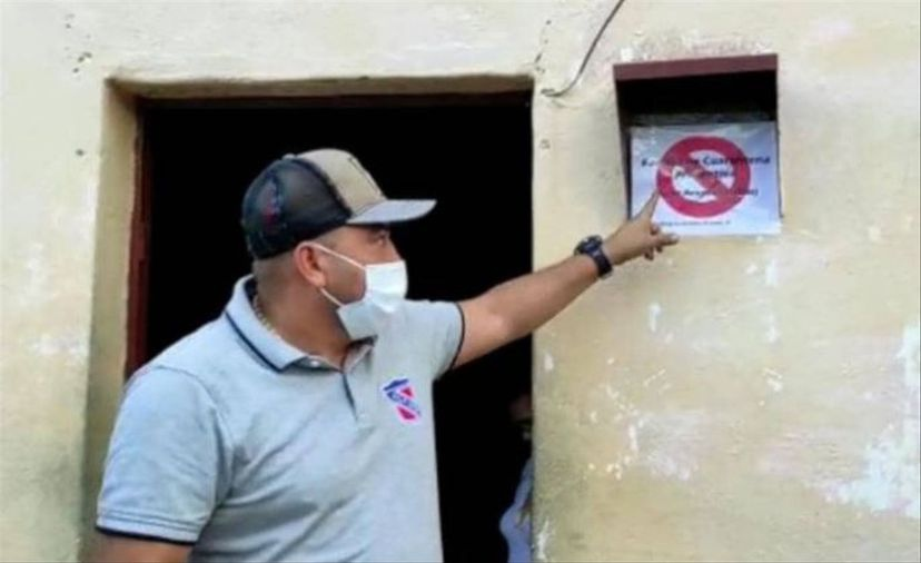 Mayor Luis Duque drew criticism and a police investigation after marking the houses of seven Covid-19 infected residents last week. He later issued a public apology. (Alcaldía del municipio Sucre)