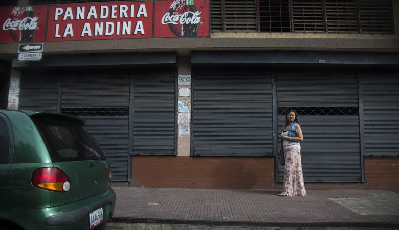 Some shops in San Antonio de Tachira, on the Venezuelan side of the border, have been forced to close because there is nothing to sell. (El Estimulo)