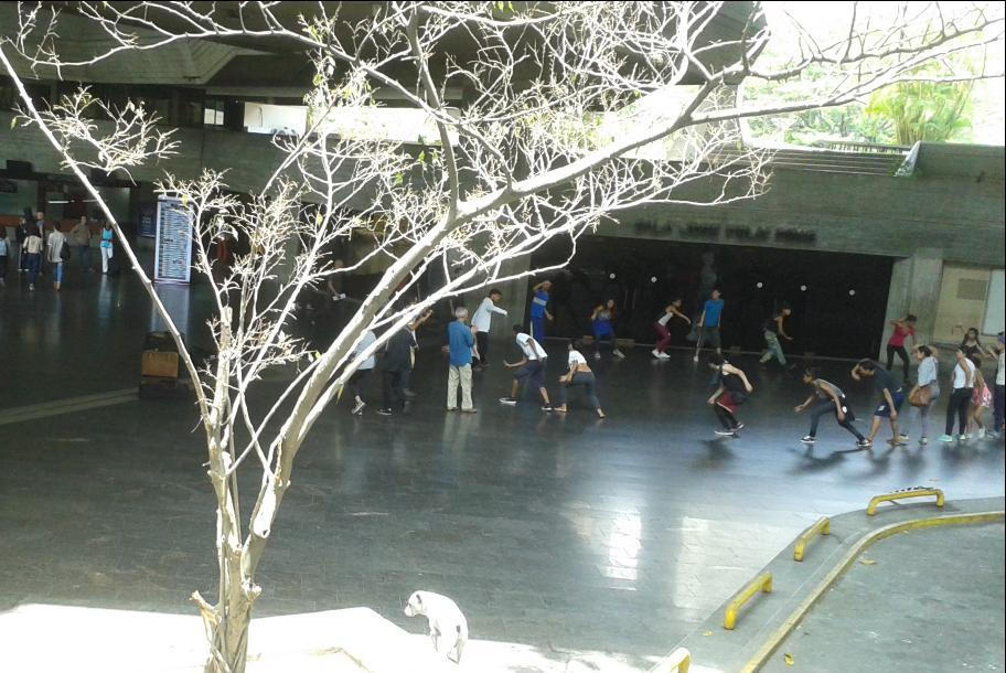 Dance group rehearsing in Teresa Carreño (Ricardo Vaz)