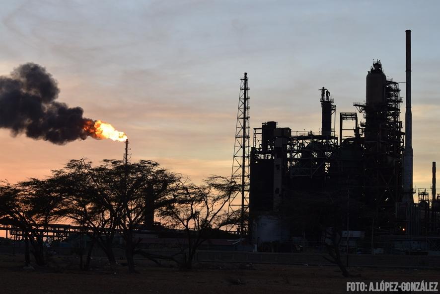 A diesel-guzzling thermoelectric power plant in Venezuela. (Alejandro Lopez-Gonzalez)