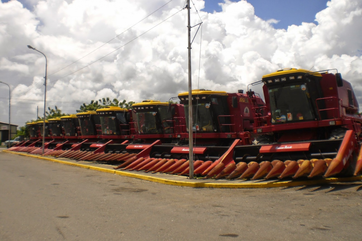 Pedro Camejo harvesters in Turen, Portuguesa State in 2014. (Ministry of Agriculture Press)