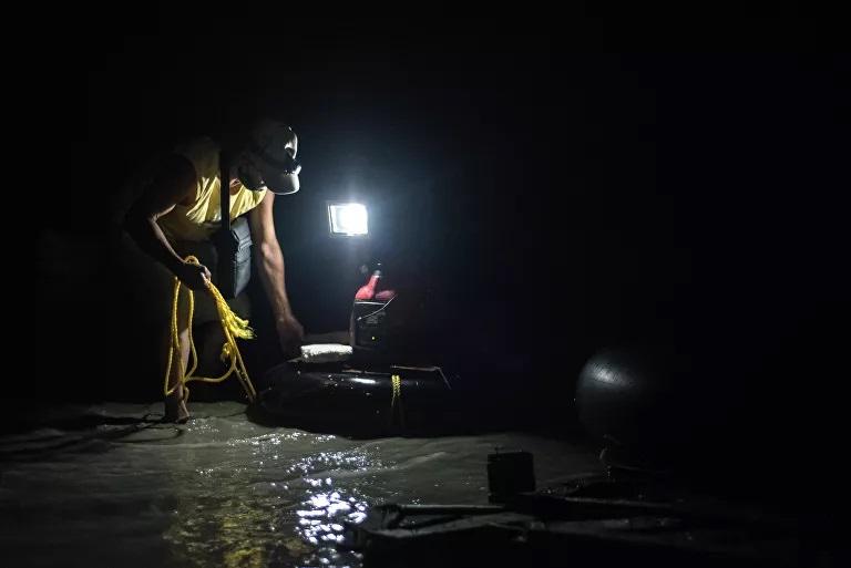 Lighting has also been brought in. (Marcelo Volpe / Sputnik)