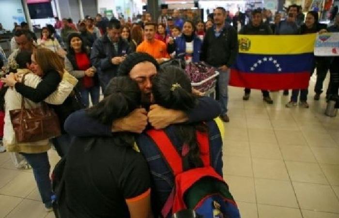 "Venezuelans return home as part of the ""Return to the Homeland"" government plan. (Vuelta a la Patria)"
