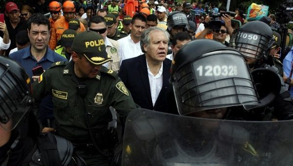 Almagro walks in Cucuta with heavy security. (Reuters)