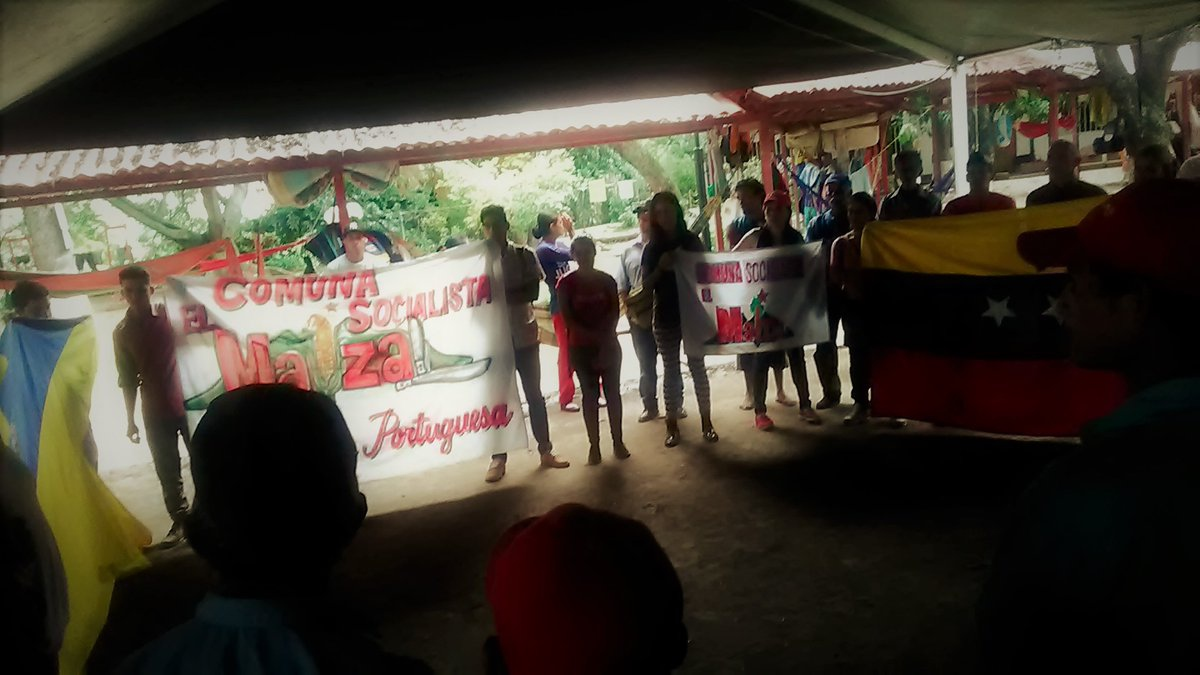 A delegation from El Maizal Commune paid a visit to show solidarity with the campesino platform. (Lucha_Campesina)
