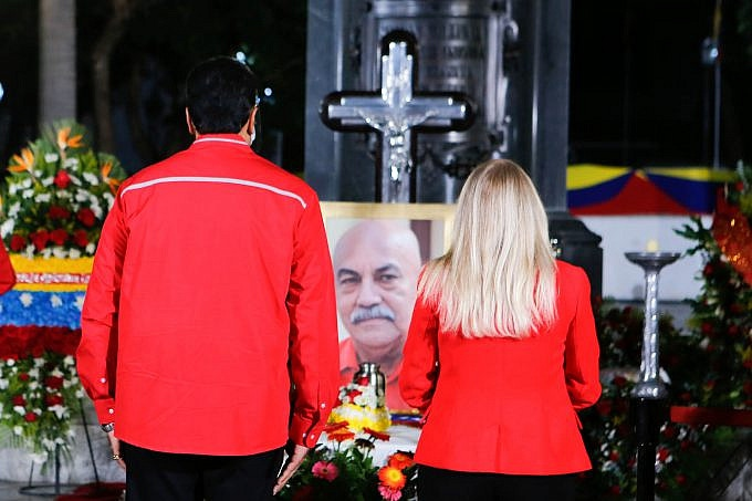 Maduro paid tribute to Dario Vivas in Caracas on Friday. Vivas passes away from COVID-19. (AVN)