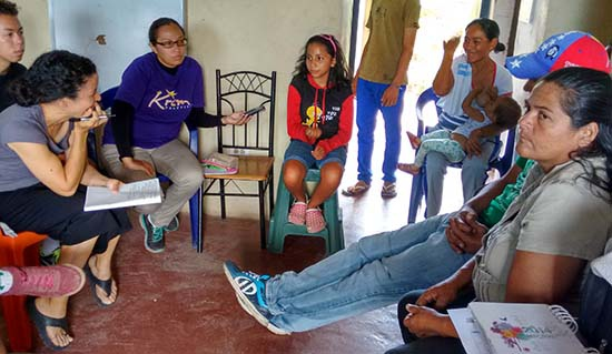 Elvira Dorante of the Women's Council of Loma de Léon and Movement Mujeres Por La Vida shares how the women of her commune have organized productive units and collective savings (Jonathan Chai-Chang Azterbaum).