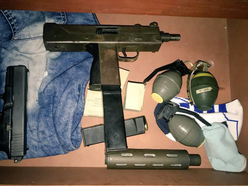 Military weapons, uniforms, and explosives confiscated in Zulia state Tuesday (@Fabio_ZavarseP)
