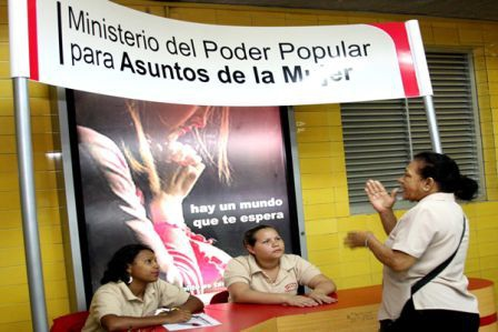 A Women's Ministry booth in a Caracas railway station (INAMUJER)