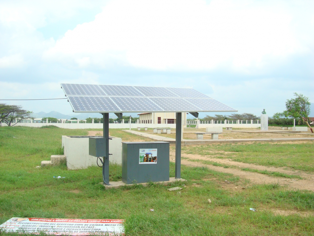 "Solar panel installed by the ""Sembrando Luz"" program in Zulia state (Venezuela de Verdad)."