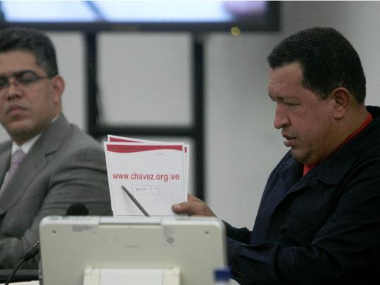 Chavez announcing his new blog (Blog de Hugo Chavez)