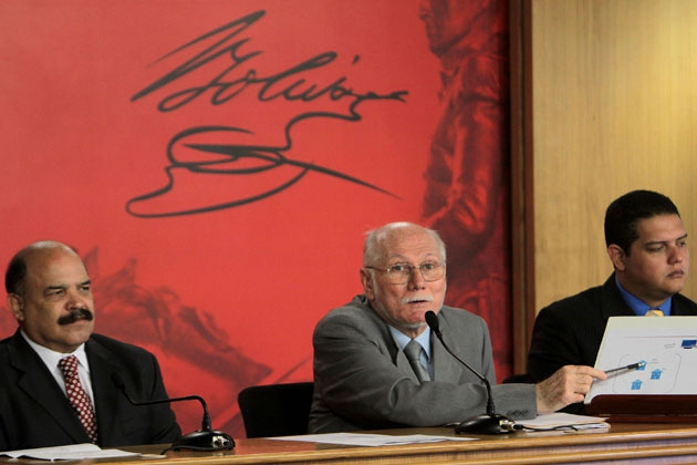 Planning and Finance Minister Jorge Giordani (center) (Henry Tesara/ABN)