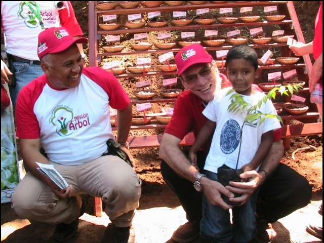 Venezuelan Environment Minister Alejandro Hitcher (right, with child) and Vice Minister for Environmental Conservation Jesús Alejandro Cegarra