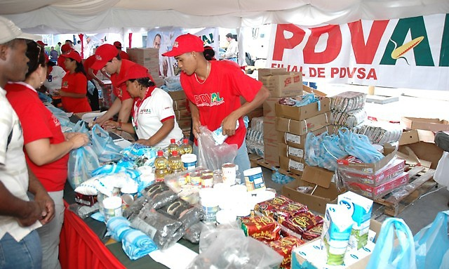 A local PDVAL store serves customers (PDVAL)