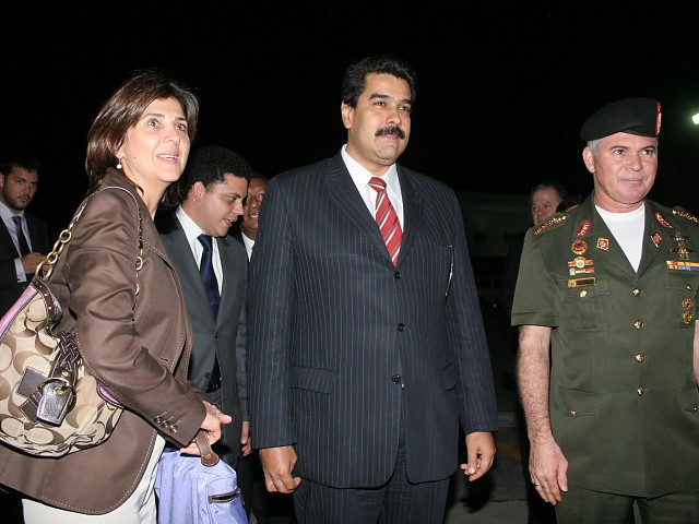 Colombian Chancellor Maria Holguin (left) and Venezuelan