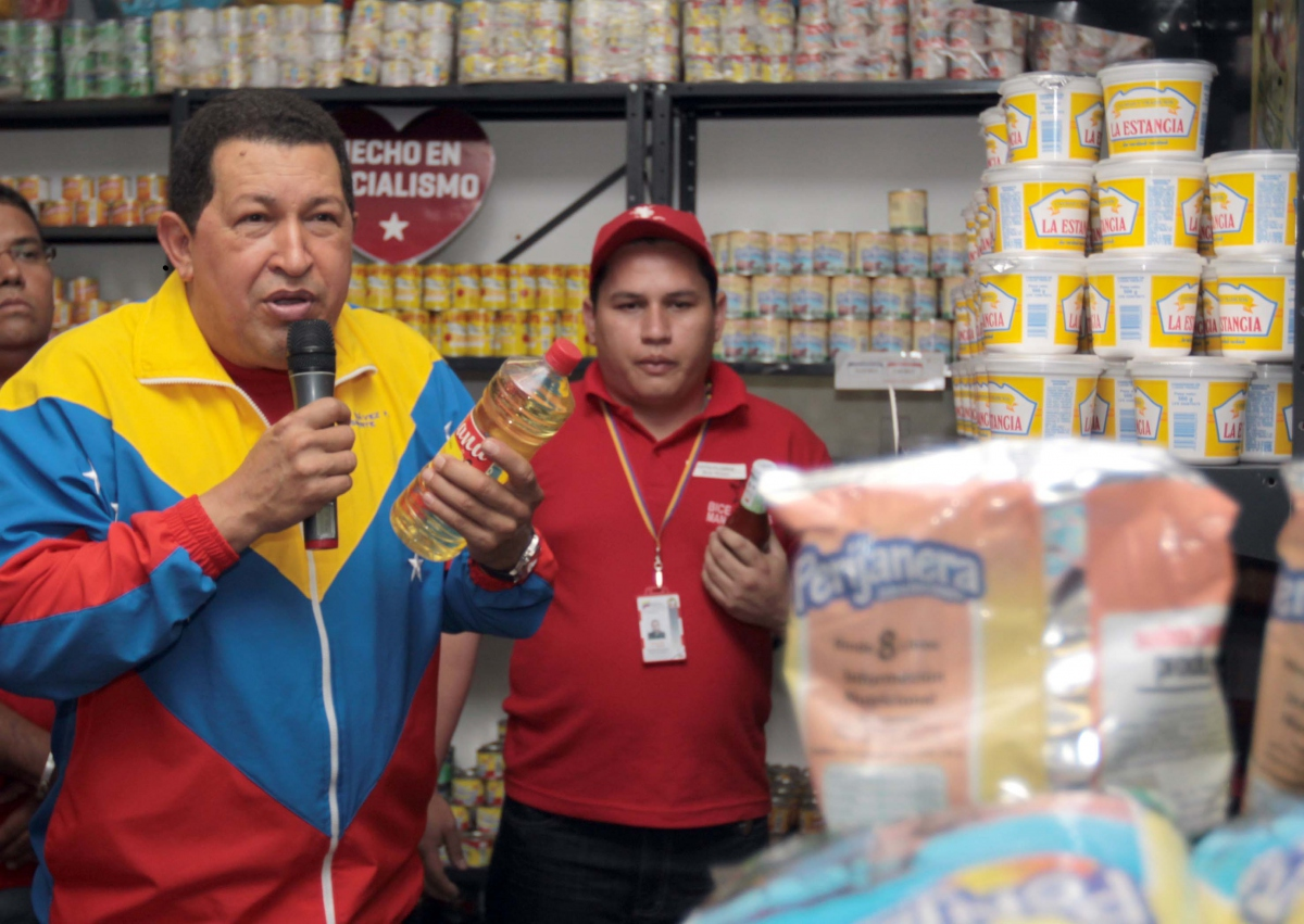 President Chavez in the Biceabasto of Antimano (Prensa Presidencial)