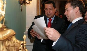 President Chavez (centre) and President Medvedev (Minci)