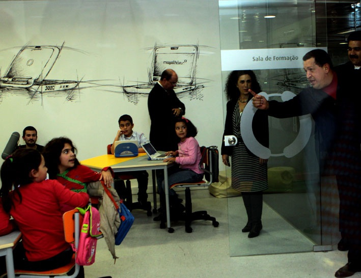 President Chavez visits a classroom where the Canaima laptops are used. (Prensa Presidencial/Feliciano Sequera)