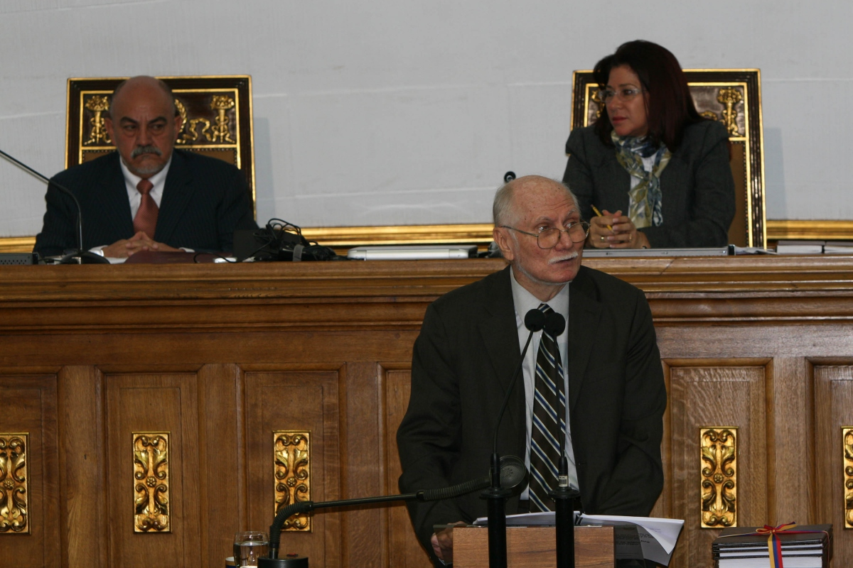 Jorge Giordani presenting the budget report in the National Assembly yesterday (YVKE/ Wendy Olivos)