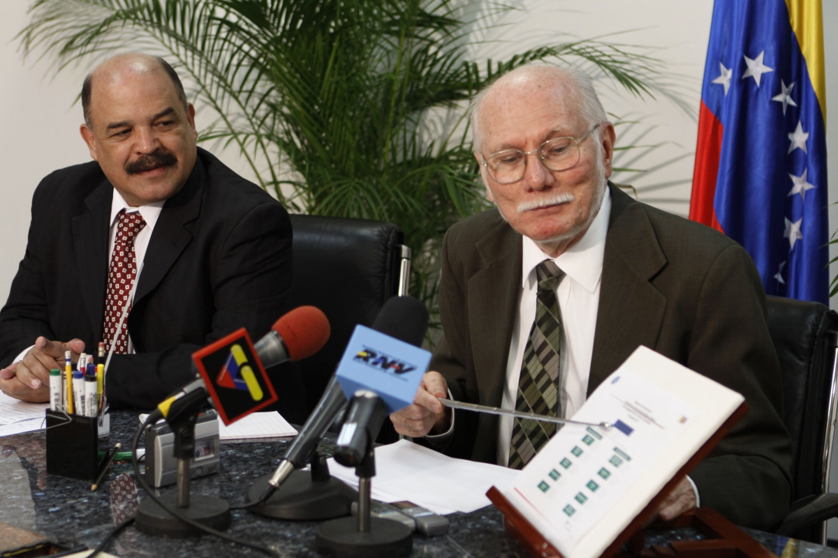 Central Bank President Nelson Merentes (left) and Finance and Planning Minister Jorge Giordani present third quarter economic data (ABN)
