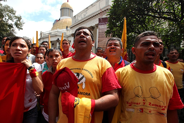 Marchers from Venezuela's Bolívar and Zamora Revolutionary Current (CRBZ) sing the National Anthem outside their country's National Assembly in Caracas (Veronica Canino, AVN).