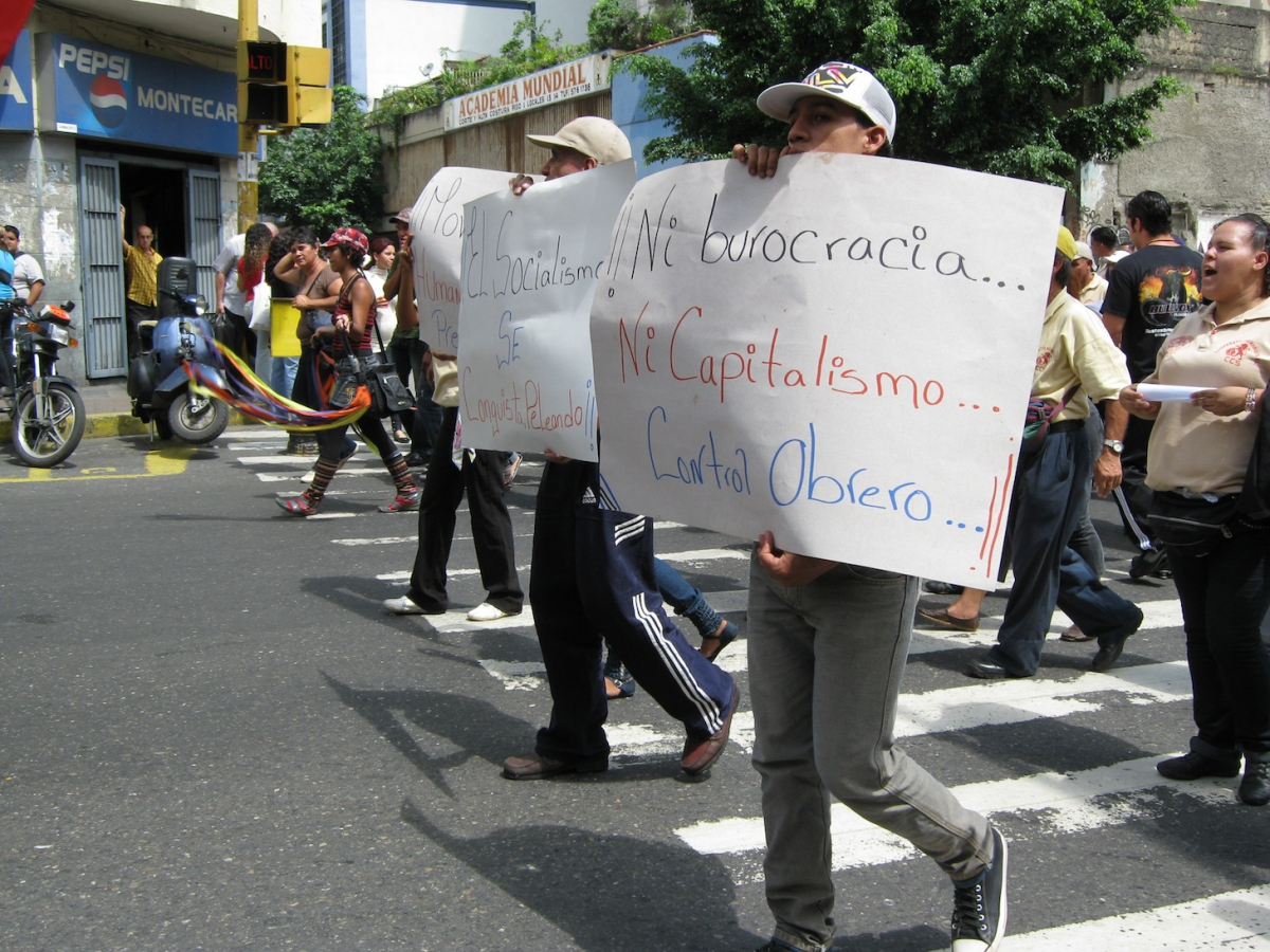 "UNETE's National March in Caracas Brought Thousands of People to the Streets, Including these Young People with Banners that Read, ""Neither Bureaucracy nor Capitalism, Worker Control"" and ""Socialism is Won Fighting."" (Source: VA.com)"