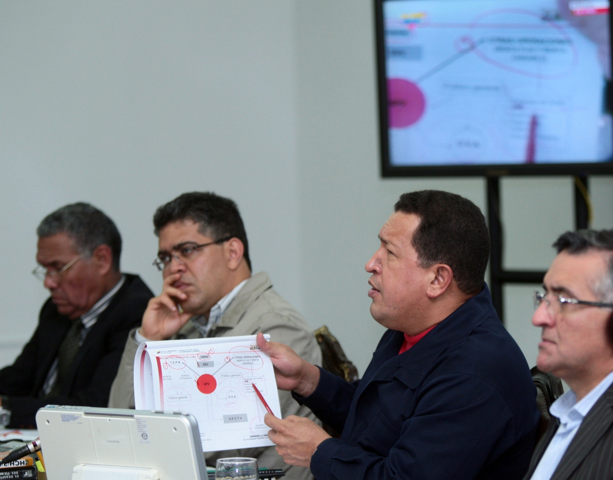 President Chavez addresses the Venezuelan Council of Ministers (YVKE)